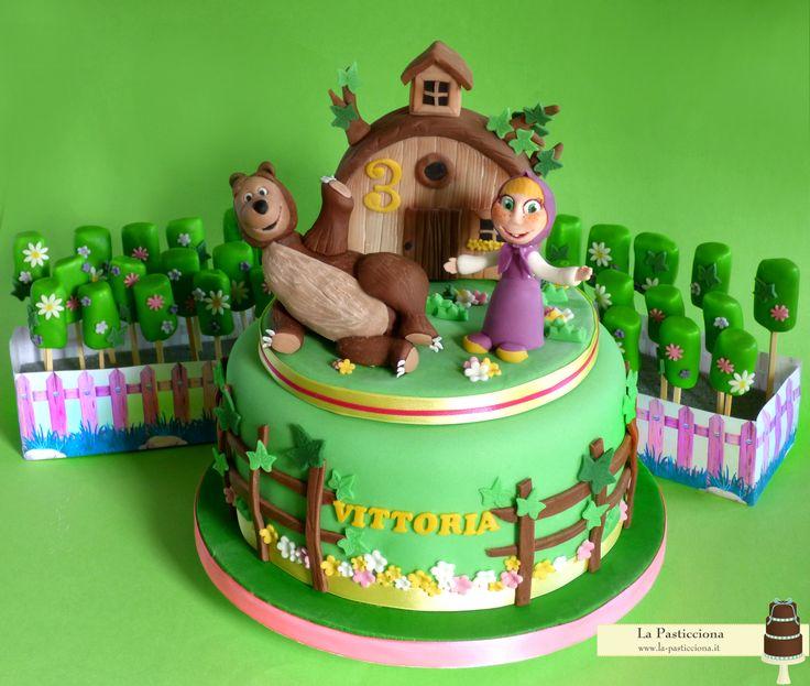 Torta con Masha e Orso, e marshmallow pops coordinati