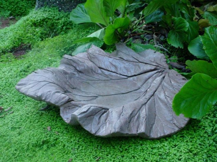Pin By Marcel On Hypertufa Inspiration Concrete Garden Cement Garden Concrete Leaves
