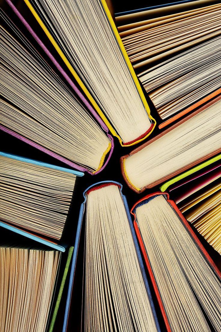 Relájate, encuentra un rincón cómodo y ponte a leer uno de los grandes libros por autores mexicanos. Geek Stuff, Abstract, Artwork, Books, Home, Great Books, Woodworking Hand Tools, Growing Plants, Mexicans