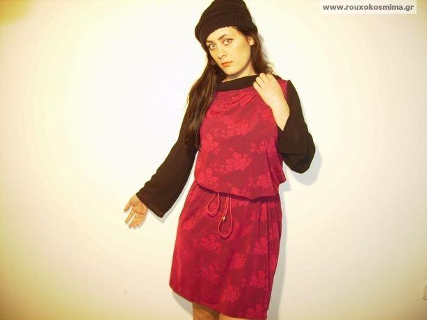 Μπορντώ φόρεμα με μανίκια μαύρα και λαιμόκοψη