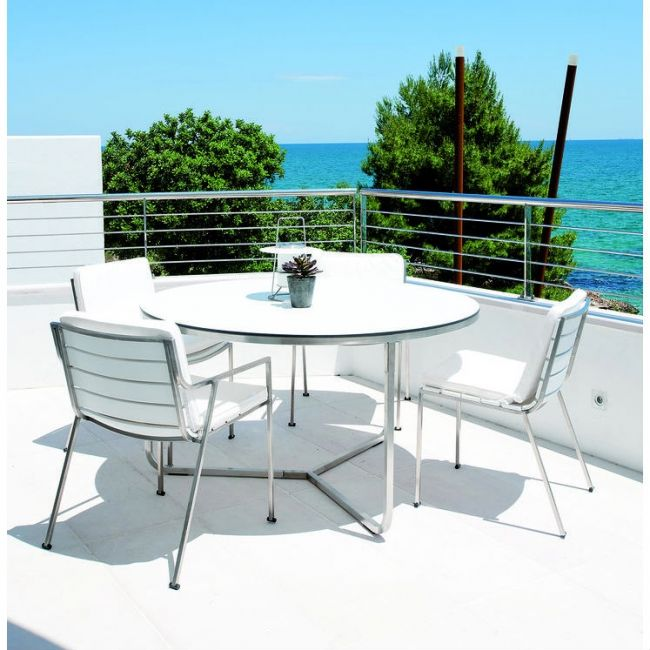 Coro - Sedie Series  @ Terrace Design Centre in our showroom   #coro #sedie #white #chair #armchair #table #paardekooper #paardekooperhulst #centre #terras #terrace #outside #outdoor #outdoorliving #outdoorfurniture #terracefurniture #terrasmeubelen #gardenfurniture #garden #luxury #luxuryexteriours #architecture #design #designideas #designfurniture #summer #sun #lounge