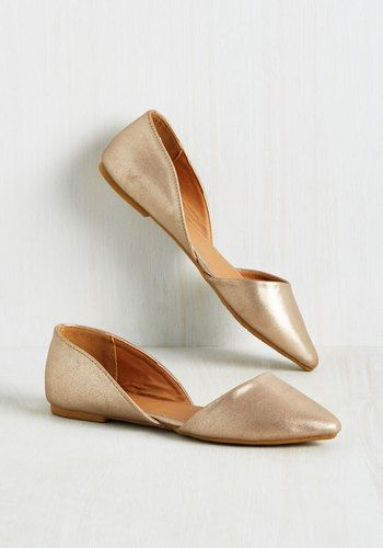 Who says minimalist flats can't sport a little spice? Definitely not these champagne skimmers! Revved up with a pointed toe, a d'Orsay silhouette, and metallic faux leather, this pair will be your most stylish staple.