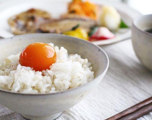 もちもち食感!噂の冷凍卵で便利&美味しすぎるレシピ6選 - Locari(ロカリ)