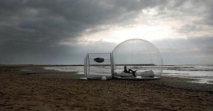 Nel caso in cui vi foste innamorati dell'Hotel a forma di Igloo in vetro in Finlandia, questo prodotto di Holleyweb sarà certamente una novità gradita. Latendaè realizzata in PVC e per funzionare vi