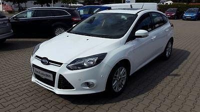 Ford Focus 1.6 TDCi DPF Start-Stopp-System Titanium als Limousine in Kissing