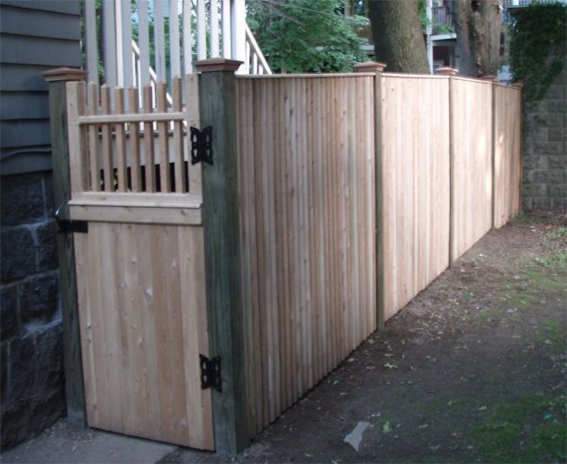 stockade fence with flat top