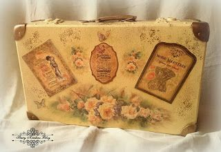 Walizka w stylu retro : herbaciane róże , cienie pittorico , złocenia i gorsety - Decoupage.
