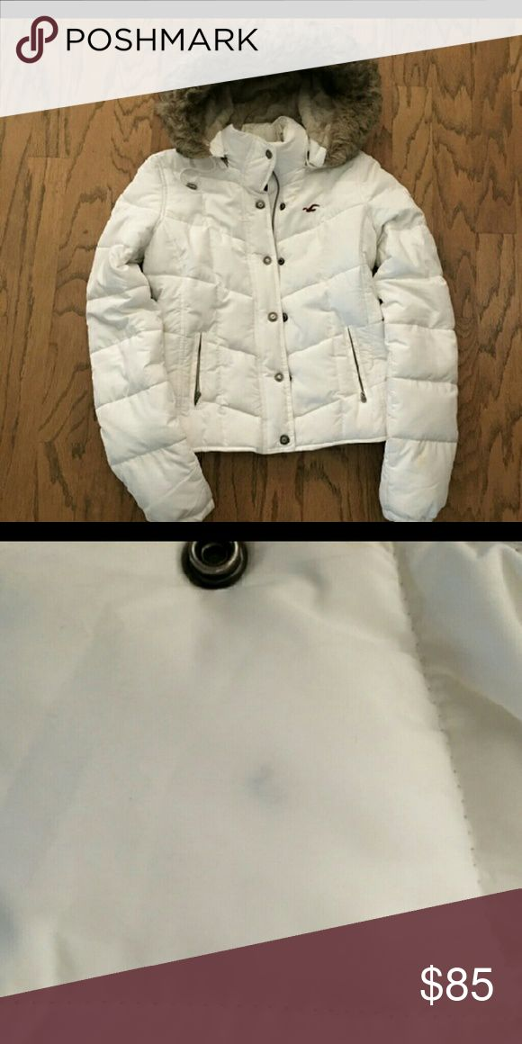 Hollister coat- Medium LAST REDUCTION POSTED. Completely fur lined, white Hollister jacket with fur hooded coat. everything is shown in the pictures . Every second picture shows a small blemish not even very noticeable.coat worn 3 times. Hollister Jackets & Coats