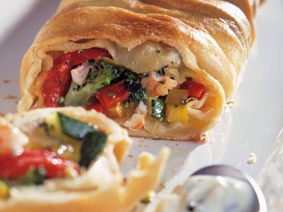 Gemüse-Strudel mit Kräuter-Frischkäse-Dip ist ein Rezept mit frischen Zutaten aus der Kategorie Strudel. Probieren Sie dieses und weitere Rezepte von EAT SMARTER!