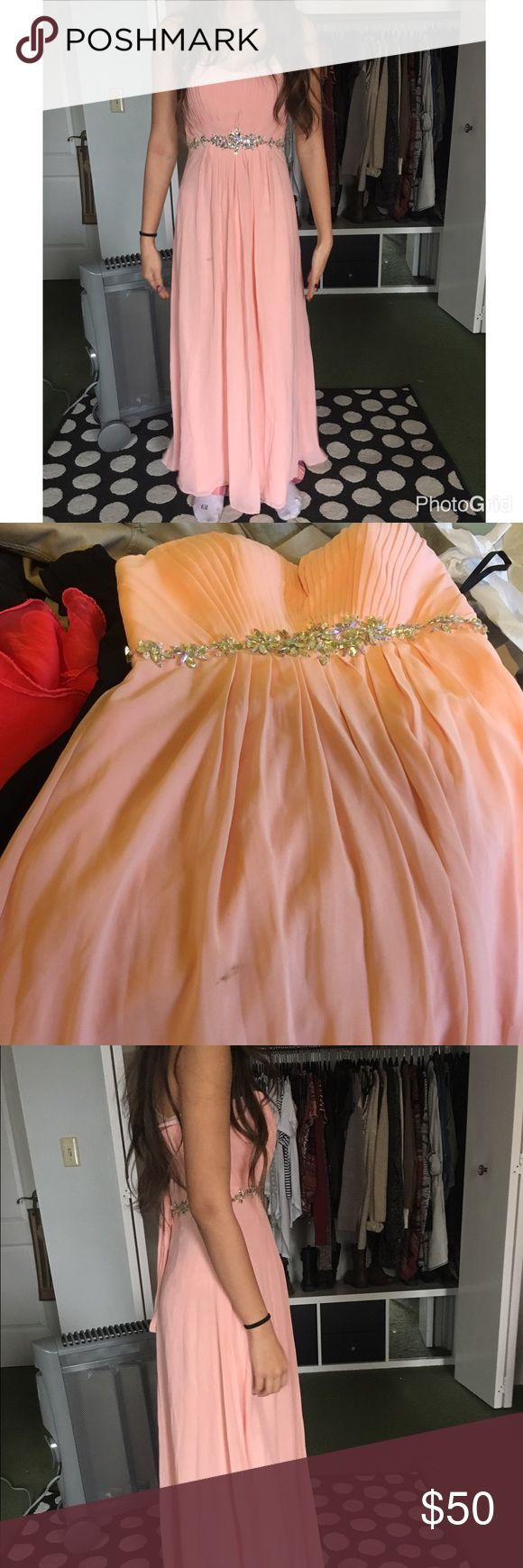 *SLIGHT FLAW* LIGHT PINK PROM/BRIDESMAID DRESS AMAZINGLY GORGEOUS DRESS!!! Only flaw is like a dirt stain on the front, shown in pics. I'm looking for someone who can clean it, because the person I bought this from lied and hid the stain in pics. SIZE XS-S Model is an XS 0-2 and because of the lace up back it will fit bigger! We had to tighten it all the way for her. Perfect for prom, formals, bridesmaids, maid of honor, etc.! Price low so you can pay for the cleaning - if I find a place to…