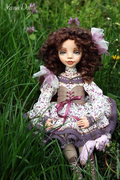 Купить или заказать Дэйзи в интернет-магазине на Ярмарке Мастеров. Кукла в смешанной технике, голова и руки ливингдолл, тело мягконабивное, крепление рук и ног по типу куклы-болтушки. Волосы-овечьи кудри.Платье-батист, хлопковые кружева. Сапожки и корсет-натуральная кожа.