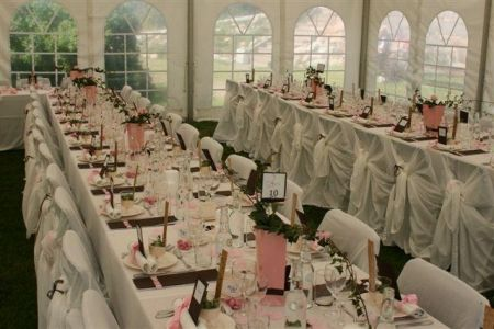I tältet - BröllopsGuiden
