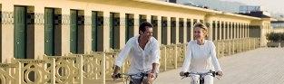 Pour découvrir Deauville, les charmes de la région ou tout simplement aller à la plage, rien ne vaut une promenade à bicyclette. L'Hôtel propose la location gratuite de vélos pendant votre séjour.