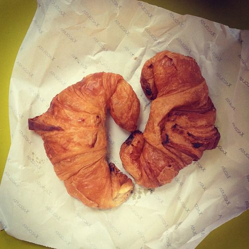 A aquest croissant,  no li cal Xacolata Puntuació final: 8 Color: 8 Textura: 8 Cruixentor: 9 Nivell de mantega: 7 Nom: Xacolata Preu: 1€ Lloc: Poblenou. C/ Sancho de Ávila, 173.