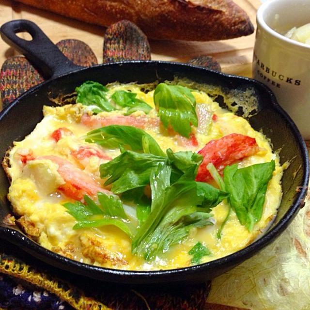 これは、 オムレツではなく( ̄▽ ̄;) 蟹玉、というものなのかなあ - 102件のもぐもぐ - スライスセロリを炒め、フライパンに爽やかな香りがついたところで卵と蟹の棒肉を流し入れます。セロリとジャガイモのシンプルスープと朝ごはん by kitchenoluo68