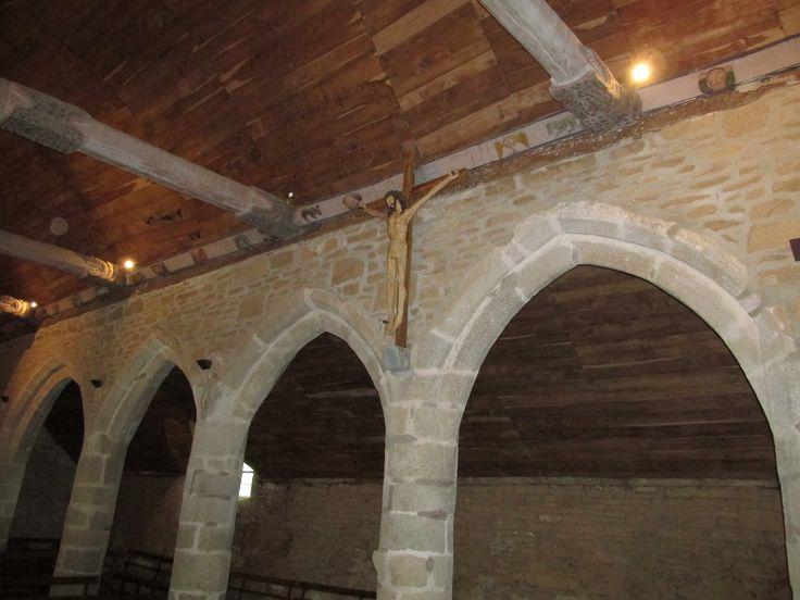 """chapelle de Trémalo, Pont Aven. Le christ qui a servi de modèle à Gauguin pour son """"christ jaune""""."""