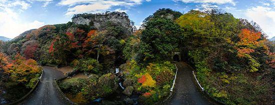 紅葉、パノラマ制作 もう秋は終わってしまいましたが、久しぶりに作品を制作しましたので、お知らせいたします。 紅葉のパノラマです。  ◆秋川渓谷・神戸岩 カメラはFUJIFILM X-E1とSAMYANG 8mmF2.8。高所は約6Mの高さから撮影しています。