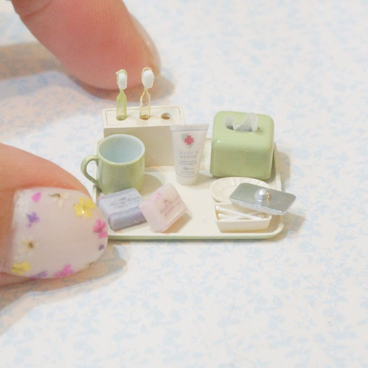 Miniature bathroom accessories in 1/12 scale By Mío meet
