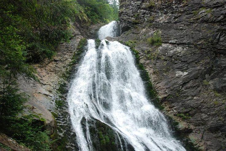 #Cascada Valul Miresei se afla in comuna Rachitele, la aproximativ 68 de km de Cluj-Napoca. Doar in Romania. #cascadavalulmiresei