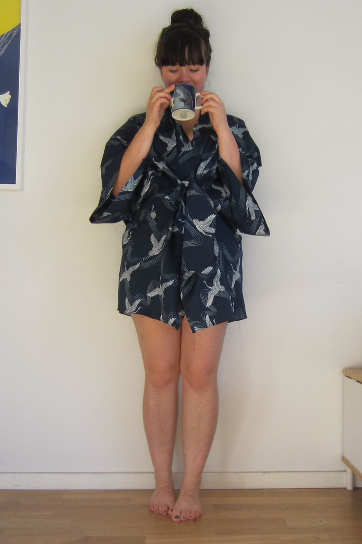 Pattern: Almada from Seamwork Fabric: Stoff & stil I am easing in to non stretch fabrics with patterns to wear around the home, and where the fit can be a little off. This robe is also from sea…