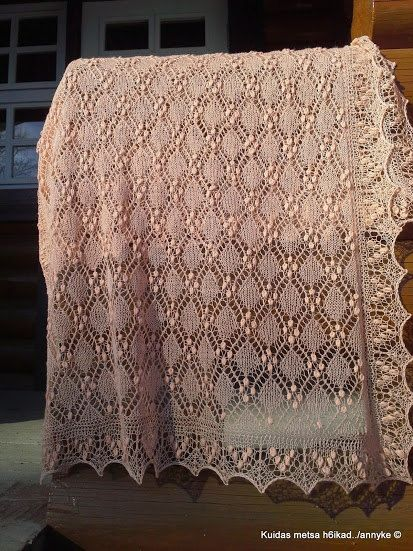 "Hand knitted Haapsalu shawl ""Cube pattern"", traditional Estonian lace, 100% merino. Peach pink. Ready to ship."