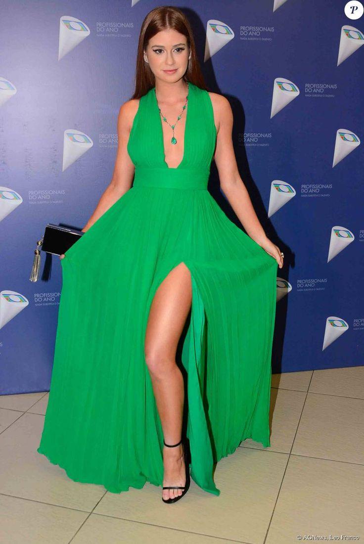 Marina Ruy Barbosa apostou em vestido verde da Printing, com uma superfenda, para prestigiar o 37º Profissionais do Ano, nesta quarta-feira, 28 de outubro de 2015