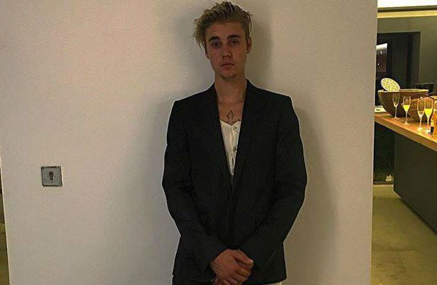 Justin Bieber Concert Tour Backstage: Hailey Baldwin, Kourtney Kardashian, Mom Pattie Malette, Selena Gomez - http://www.movienewsguide.com/justin-bieber-concert-tour-backstage-hailey-baldwin-kourtney-kardashian-mom-pattie-malette-selena-gomez/183501