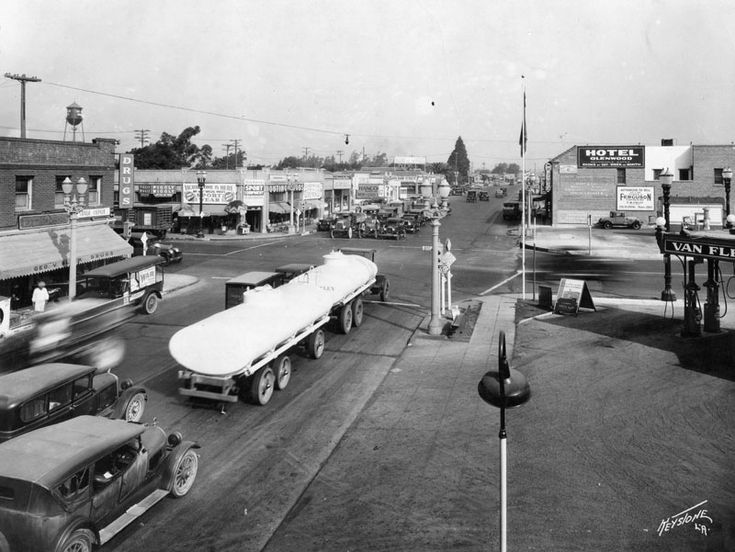 noirish Los Angeles -   1920s (?) Los Feliz and San Fernando Rd. Piggly Wiggly sign adjacent to water towerPage 580 - SkyscraperPage Forum-CVS & VONS are in that area 2016