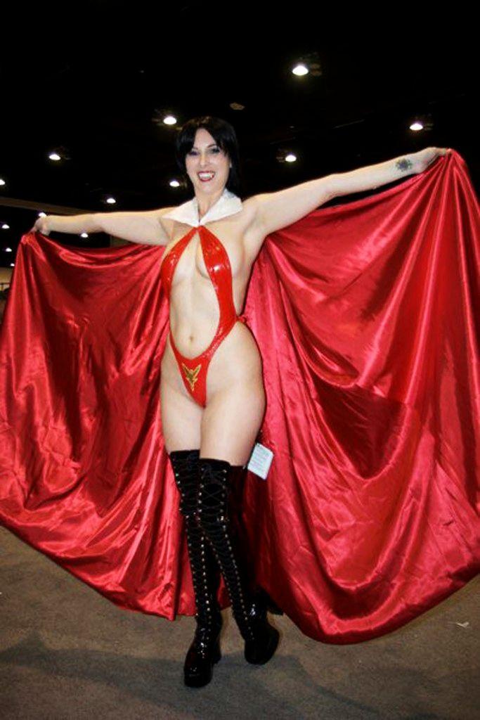 Vampirella Cosplayer Tem Tem Aka Tempestmoon Aka