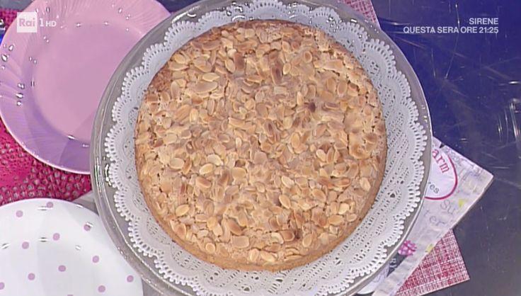 """La ricetta della torta di mandorle della nonna di Anna Moroni del 16 novembre 2017, a """"La prova del cuoco"""". Un dolce senza glutine."""