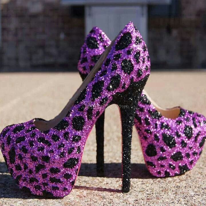 What's better than purple leopard print glitter eyeshadow? Purple cheetah print glitter shoes! I'll sacrifice my ankles for these babies. (via I Love Cute Shoes)