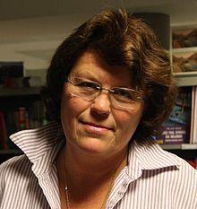 Anne Holt (Larvik, 16 november 1958) is een Noorse schijfster en (oud-) politica. Ze was minister van justitie in het eerste kabinet van Thorbjørn Jagland van 1996 tot 1997 maar moest die post opgeven wegens gezondheidsproblemen. Ze heeft gewerkt bij de Noorse omroep, de NRK, en later als jurist bij de politie in Oslo. In 1993 debuteerde ze als schrijfster.  In veel van haar boeken is de hoofdpersoon 'Hanne Wilhelmsen', een lesbische rechercheur van de politie in Oslo.