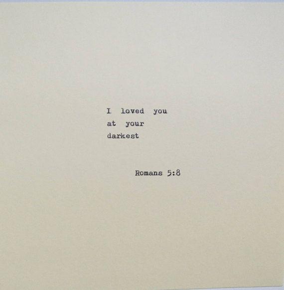 Romans 5: 8 Liebeszitat geschrieben auf Schreibmaschine – What is love?