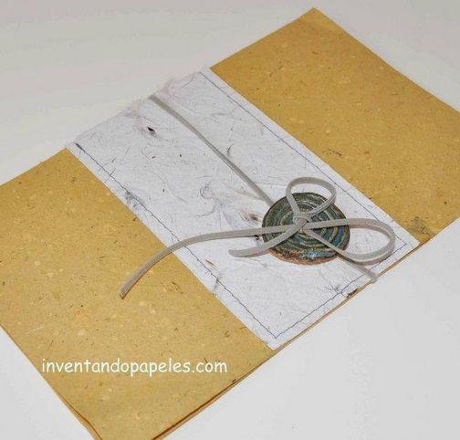 tarjeta con botón de cerámica hecho a mano