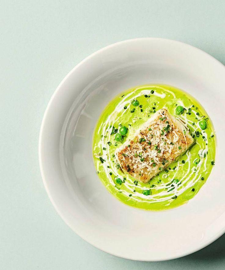 Hverdagsmat: Christopher Davidsen deler sin oppskrift på stekt torsk, ertesuppe og plukkfisk - DN.no