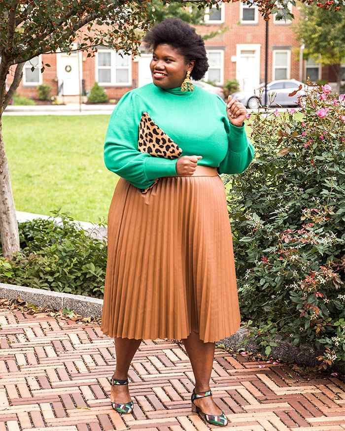 54eb9b8788 Georgette from Grown and Curvy Women is wearing Green Sweatshirt with Nude  Pleated Skirt and Leopard skin Bag | fashion over 40 | 40plusstyle