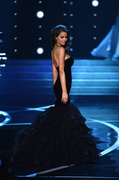 "Miss USA 2005, Chelsea Cooley Altman, offers these words of wisdom when preparing for the evening gown competition… ""The evening gown competition is more than the dress you have on.  It's a frame of mind.  It's a state of total confidence and belief in yourself.  Now, we've all seen some ugly gowns win!  But, that's because the gown NEVER wins.  It's all about the girl!  When you know – without a shadow of a doubt – that you are beautiful on the inside AND outside, you will captivate…"