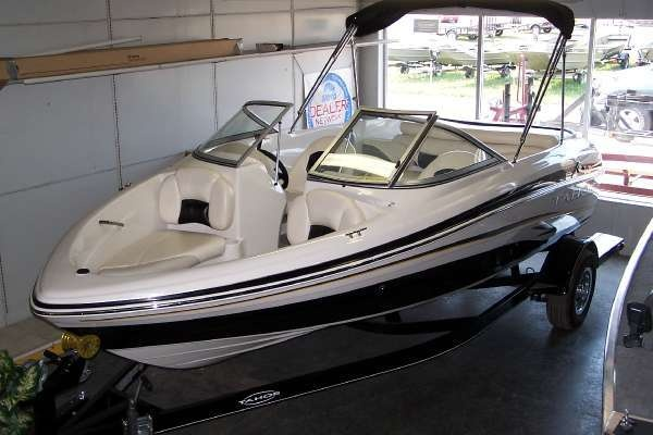 2010 Tahoe Boats Q5 in San Fran - very clean looking boat. http://boats.iboats.com