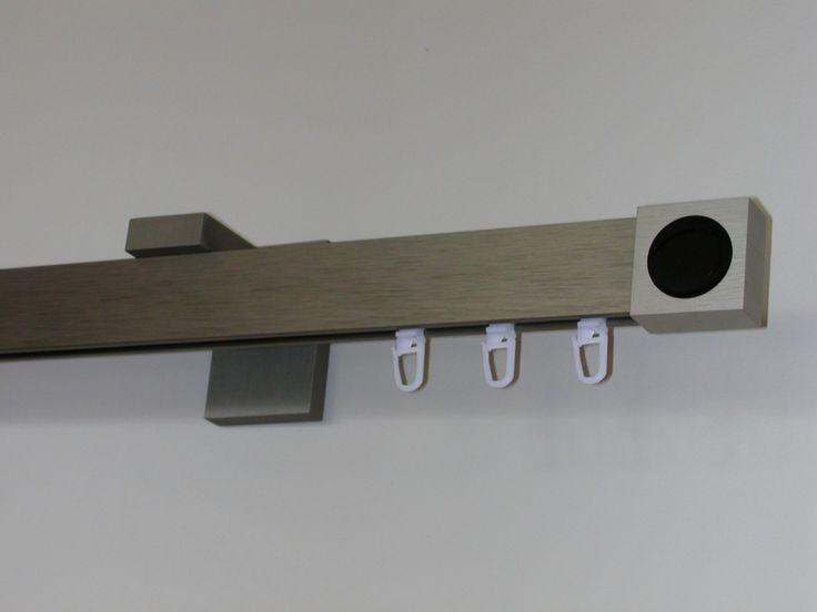Modern szögletes rúdkarnis garnitúra, belső csúszású rúddal. Színek: acél hatású, alumínium, króm. A karnis garnitúrák ára színenként és méretenként eltér, igény szerint kérje árajánlatunkat.