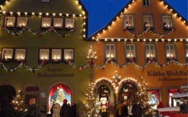 In occasione delle feste natalizie il mercatino di Rothenburg, l' ideale per acquisti originali. #natale #mercatini #viaggi #artigianato