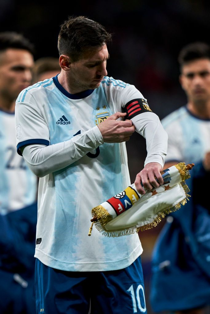 Madrid Spain March 22 Leo Messi Of Argentina Adjusts His Captain Armband Prior To The International Friendly Mat Lionel Messi Family Leo Messi Lionel Messi