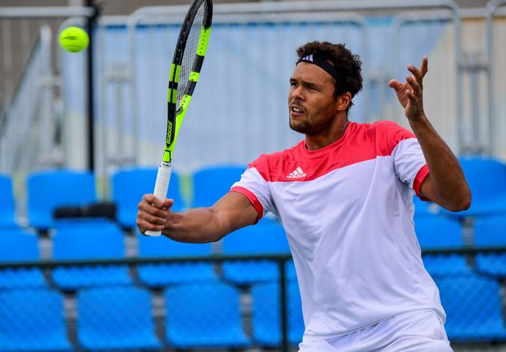 France's Jo-Wilfried Tsonga practices during a training session at the Olympic tennis centre in Rio de Janeiro on August 3, 2016, ahead of the Rio 2016 Olympic Games. / AFP / Martin BERNETTI