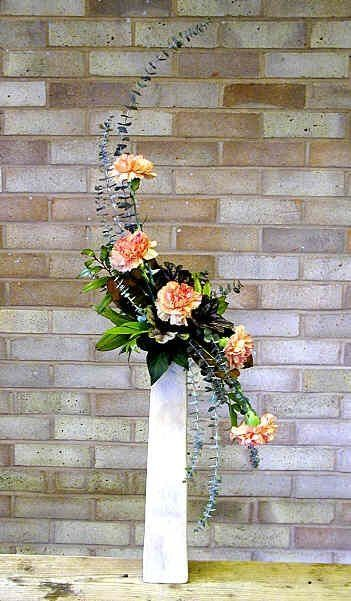 Cool 25 Carnation Wedding Flower Arrangements https://ideacoration.co/2018/01/06/25-carnation-wedding-flower-arrangements/ Carnations are rather popular and can be viewed as old fashioned since they've been around dating over 2000 years back.