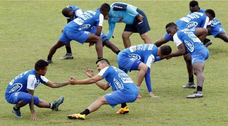 La Selección de Honduras ya trabaja con todo su arsenal  El volante Roger Espinoza fue la gran novedad en la práctica de la escuadra catracha. Roger Espinoza y los jugadores del Olimpia se sumaron y la Selección de Honduras ya está completa. Foto Delmer Martínez