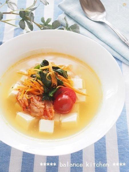 混ぜるだけの韓国冷麺風スープが絶品!  お酢の程よい酸味でごくごく飲めちゃいます^ ^  豆腐の良質なたんぱく質や緑黄色野菜のビタミンで、栄養バランスも良く、夏バテ防止にも。