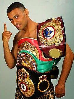 Prince Naseem Hamed vs Ricky Beard ''Naseem's First Professional Fight'' http://www.sportsmoments.org/2015/03/prince-naseem-hamed-vs-ricky-beard.html
