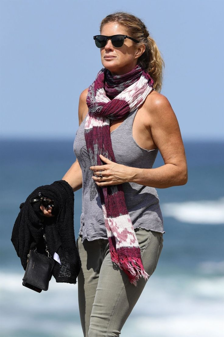 #RachelHunter Rachel Hunter on the Bronte to Bondi Coastal Walk in Sydney 09/20/2017 | Celebrity Uncensored! Read more: http://celxxx.com/2017/09/rachel-hunter-on-the-bronte-to-bondi-coastal-walk-in-sydney-09202017/