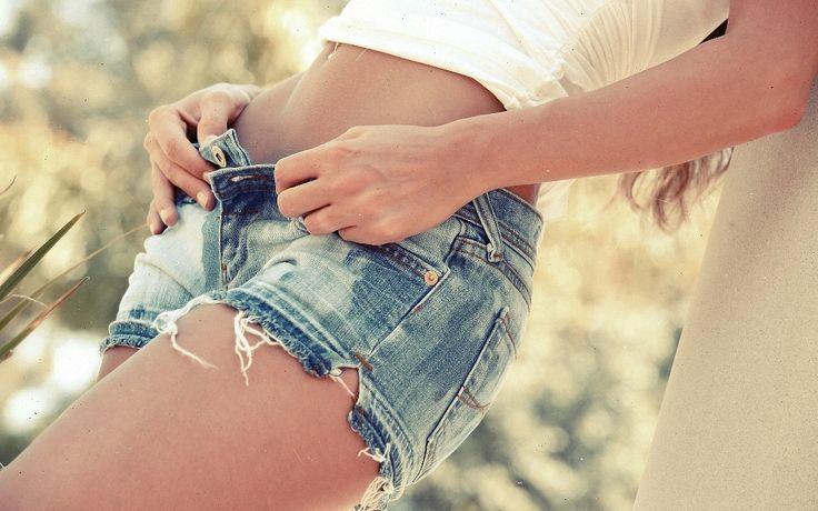 Dalam dunia fashion Jeans denim merupakan salah satu jenis perlengkapan pakaian yang cukup banyak digemari. Tips merawat jeans agar warnanya selalu natural