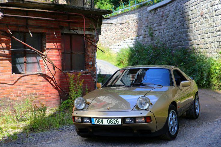 Porsche 928 S als Sportwagen/Coupé in Jablonec nad Nisou