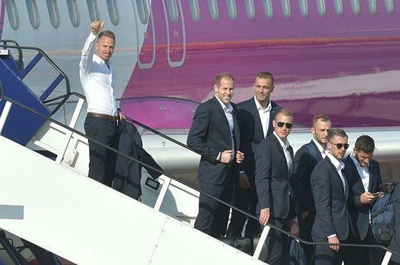 Balázs Dzsudzsák arriving home with the Hungarian national team after Euro2016